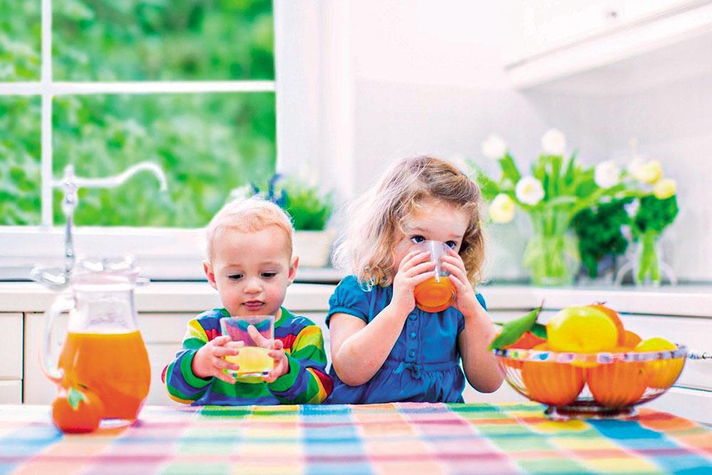 Qual a idade correta para oferecer suco às crianças?
