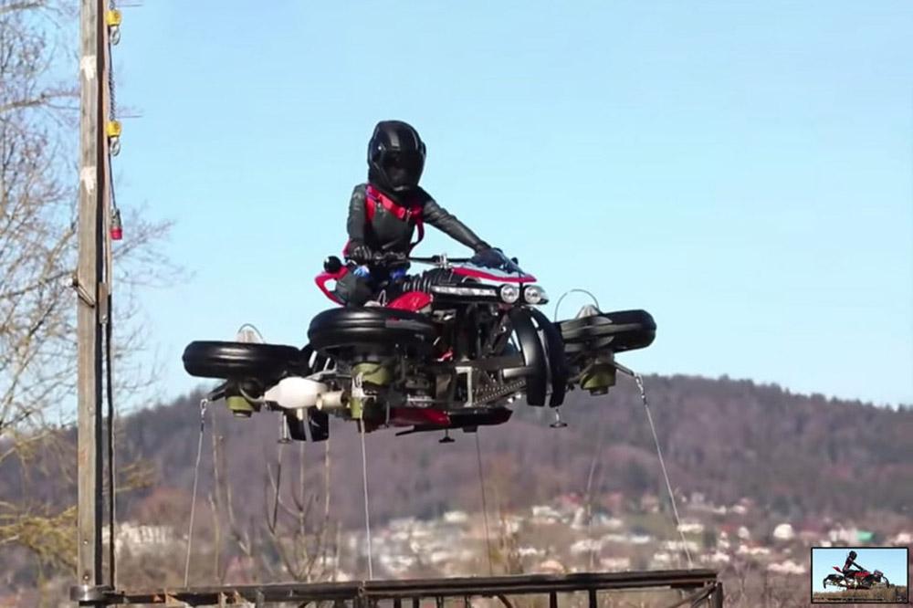 Lazareth: La Moto Volante no ar e no asfalto