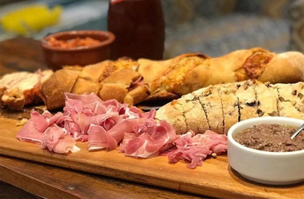 Pães e antepastos típicos italianos