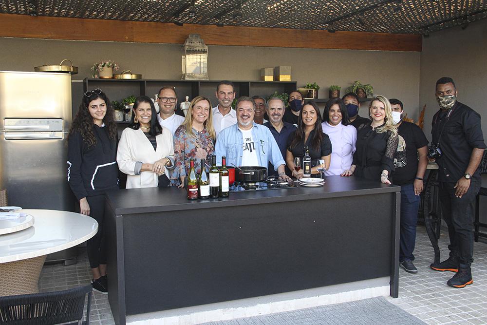"""Programa """"Amigos do chef"""" estreia com a missão de revelar talentos culinários de Alphaville e região"""