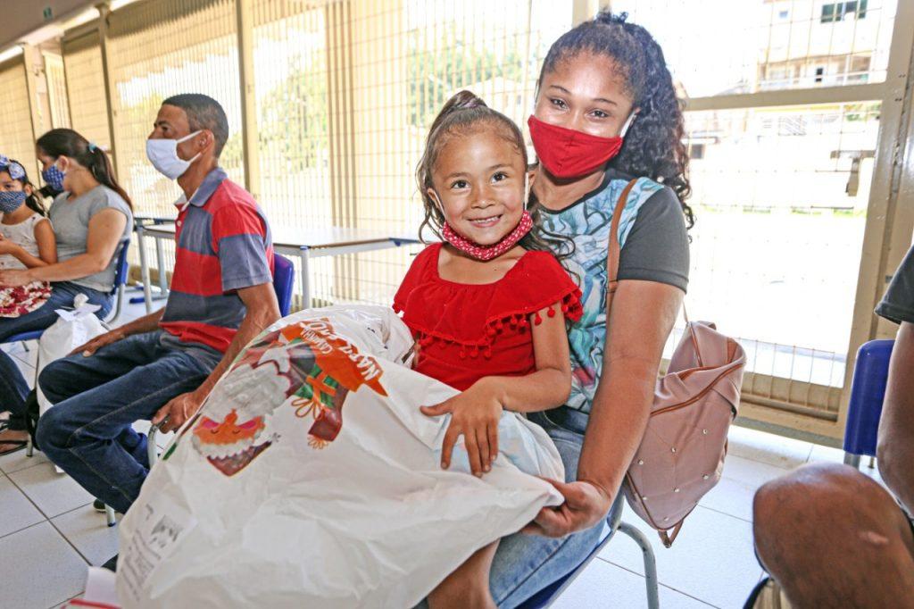 Entrega de Sacolinhas de Natal beneficiam mais de 5 mil crianças