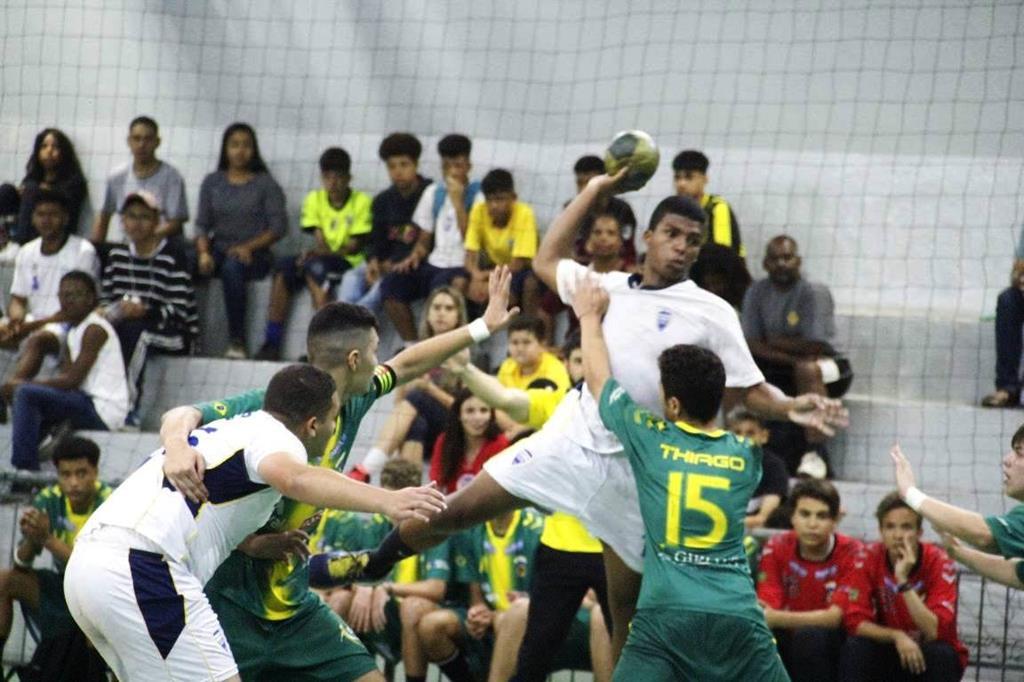 Barueri abre inscrições para atletas de handebol e futebol