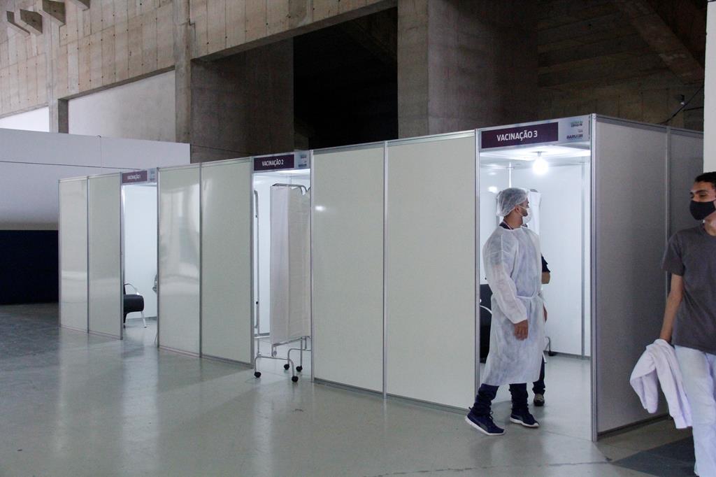 Barueri abre todos os polos de vacinação contra Covid