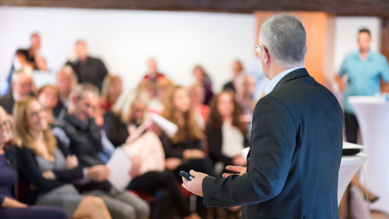 As pessoas que mais lucram fazendo  palestras não são os palestrantes!