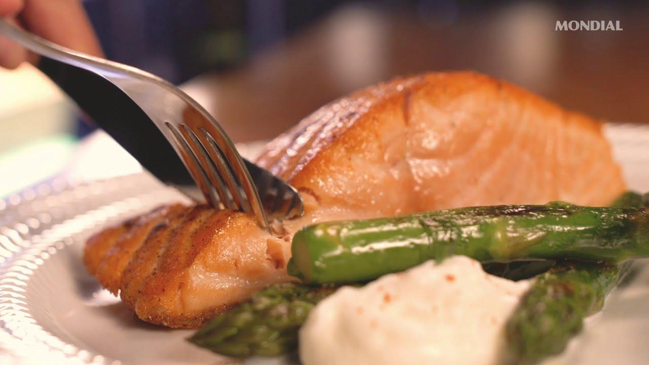 Salmão na Air Fryer com Aspargos e Sour Cream